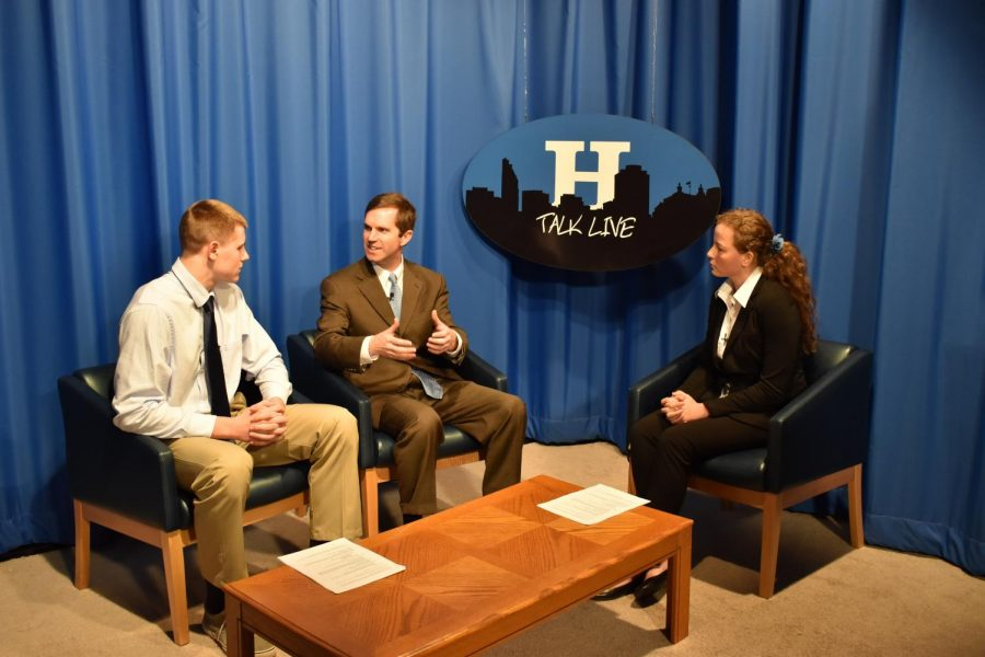 Andy+Beshear+discusses+with+seniors+Ben+Sisson+and+Kat+Finseth.+