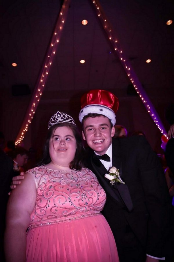 Prom Queen Junior Annalee Barrett and Prom King Junior Davis Recht