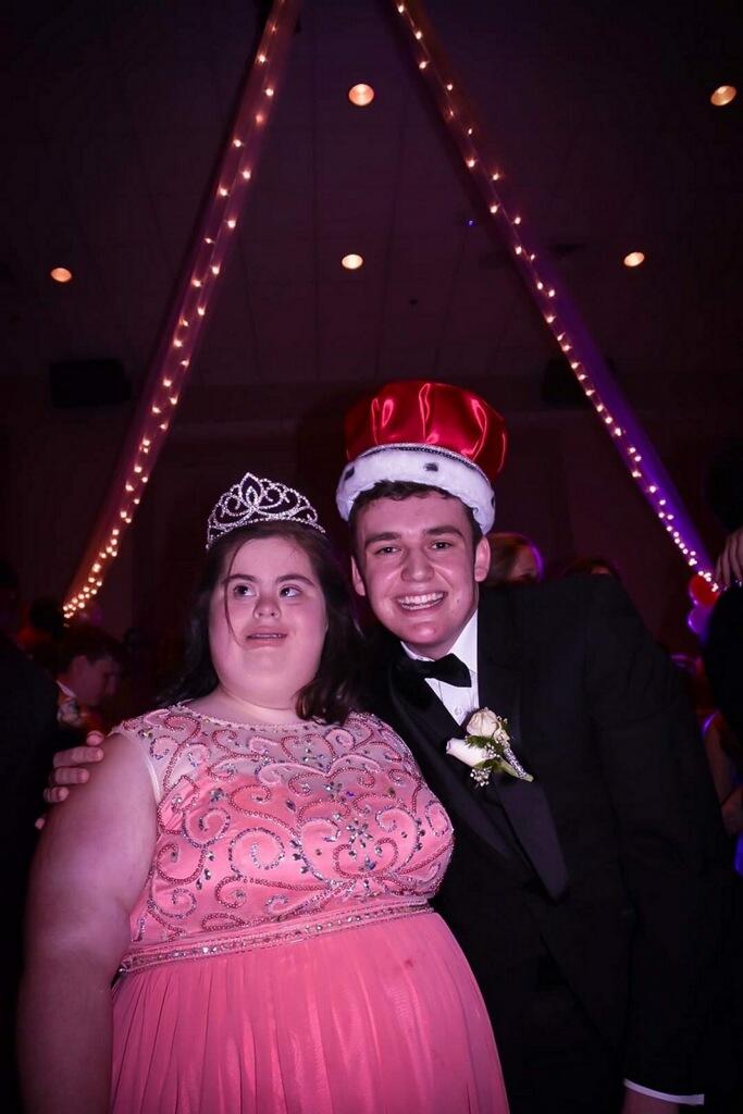 Prom Queen Junior Annalee Barrett and Prom King Junior Davis Recht