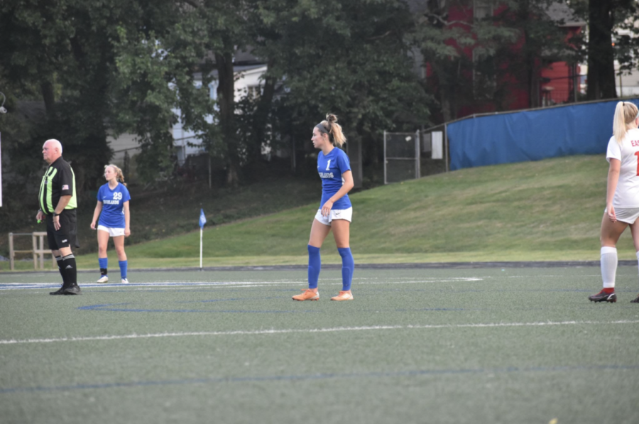 Sophomore Laney Smith watches the ball