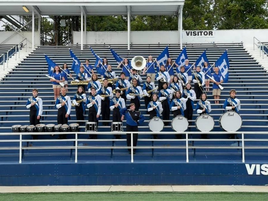 Highlands marching band poses for their season photo.